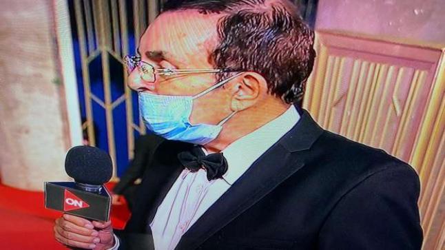 """سمير صبري يحرج إعلامية على الهواء: """"مش لبسه كمامة ليه"""""""