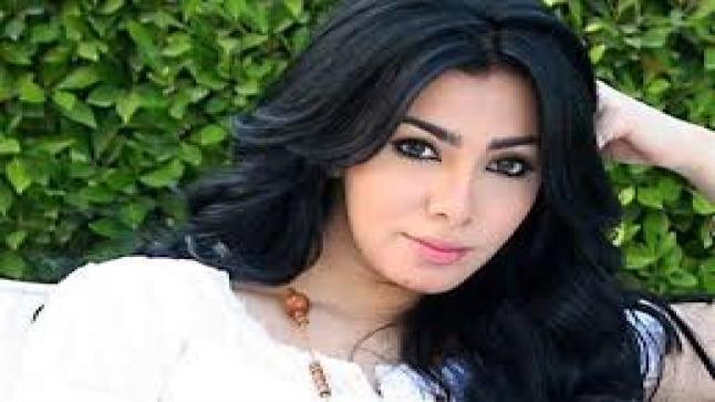 """ميرهان حسين تغني """"مع السلامة للي عايز يمشي"""".. شعار اليوم"""